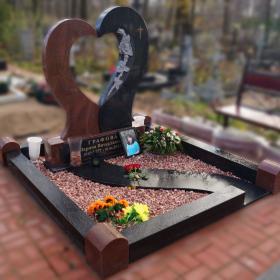 Памятник е104
