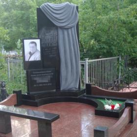 Памятник е133